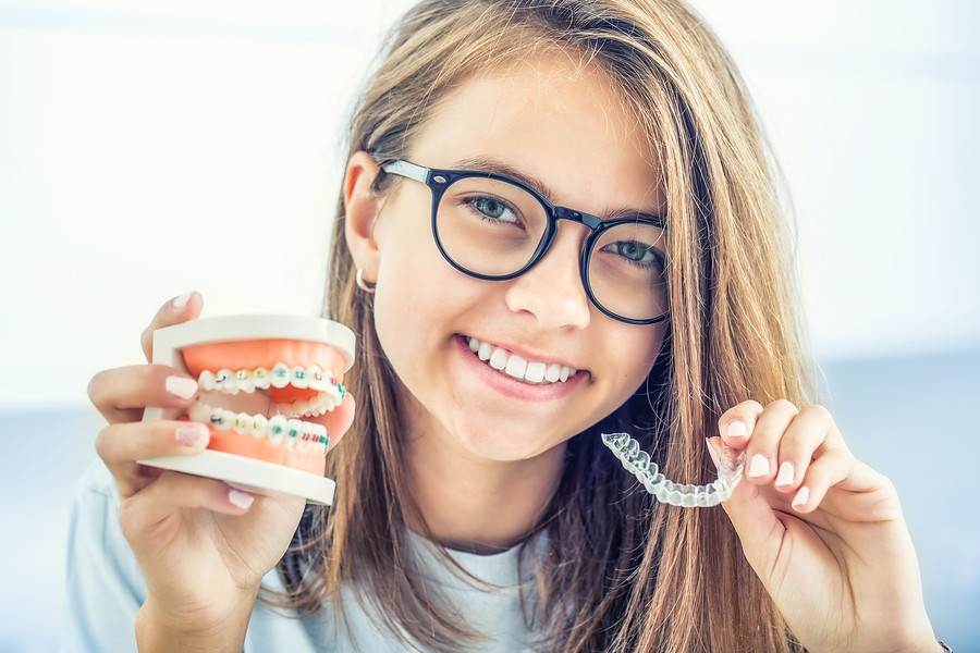Martinsburg, WV Orthodontist:  The Difference Between Invisalign & Metal Braces